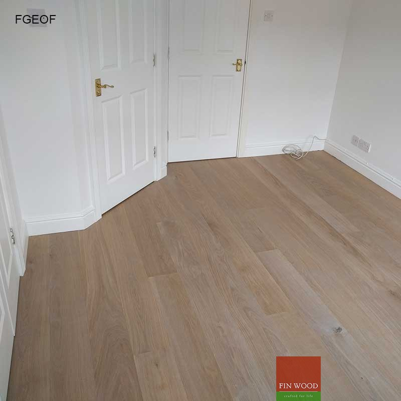 ... Fitting engineered flooring » Fitting Grey Engineered Oak Flooring
