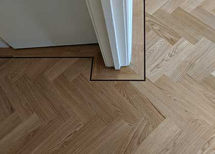 Expertly cut mitred corners frame the architraves