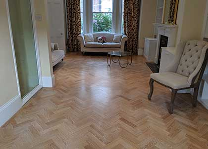 The brushed effect created without damaging the wooden floor