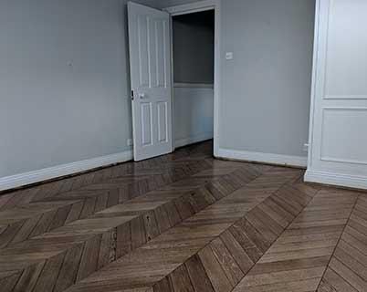 The ebony finish gives the wood a wondrously dark colour