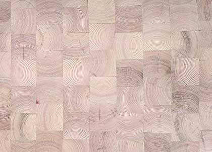 Raw oil brings out the pinkish tones in the pine and enhances the growth rings