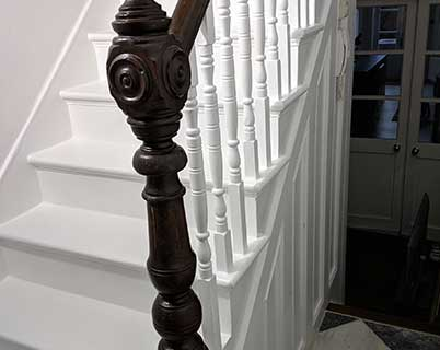 white painted stairs with white spindles