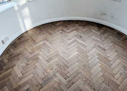 The curved border sits beautifully with the herringbone design of the parquet