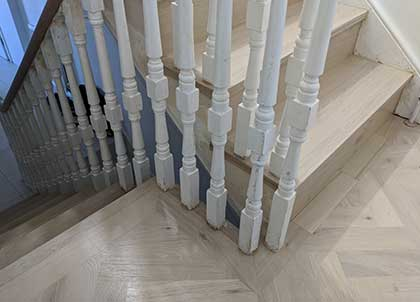 Precision cutting means the wood fits seamlessly under all the spindles