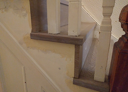 The wood runs under the spindles without the need to remove them